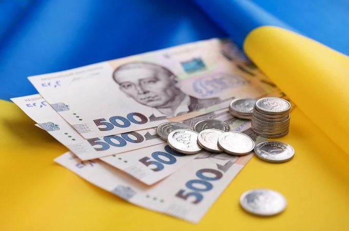 """В бюджете образовалась """"дыра"""" в 202 млрд грн. Кабмин сокращает финансирование"""