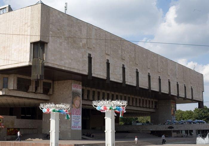 """Для харьковчан подготовили """"театр на диване"""" (видео)"""