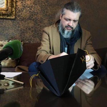 Харьковский дизайнер предлагает сделать маску своими руками за 5 минут