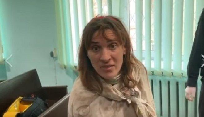 Женщина, которая носила в пакете голову ребенка, не признает свою вину (видео)