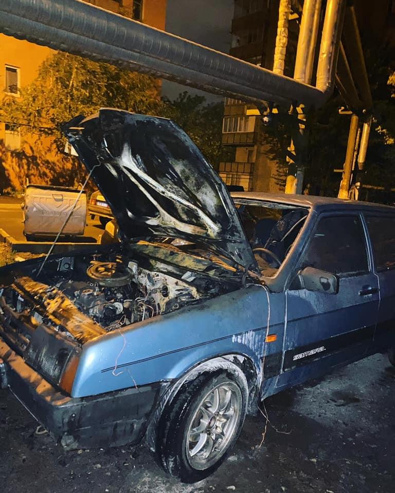 В Харькове ночью подожгли авто (фото)