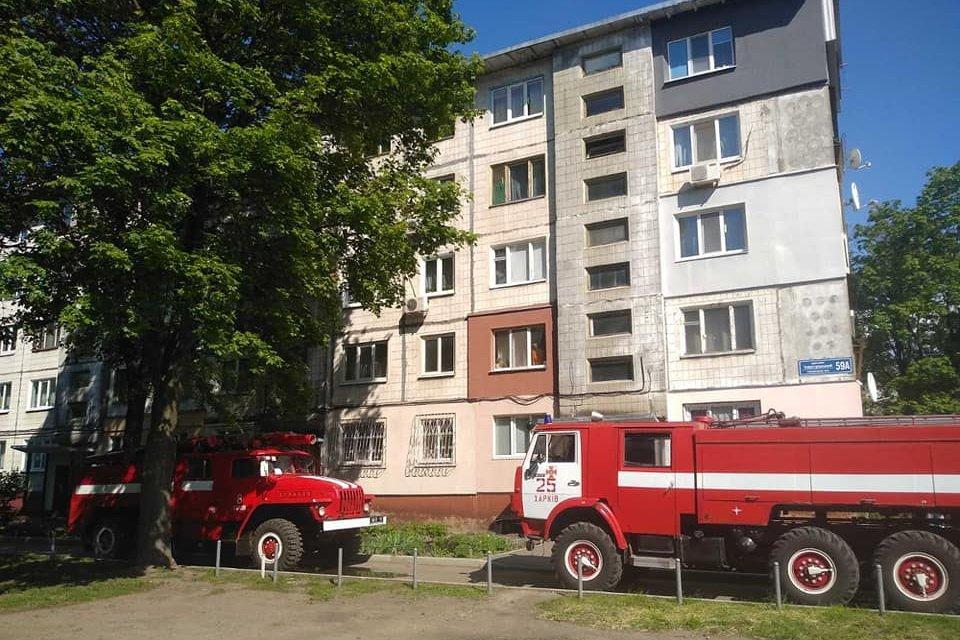 В двух районах Харькова после пожаров спасатели нашли мертвых хозяев квартир