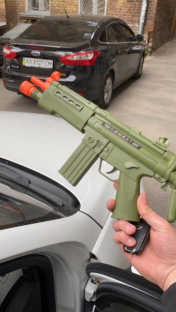 Полиция считает оправданными действия копа, который принял игрушечный автомат за настоящий