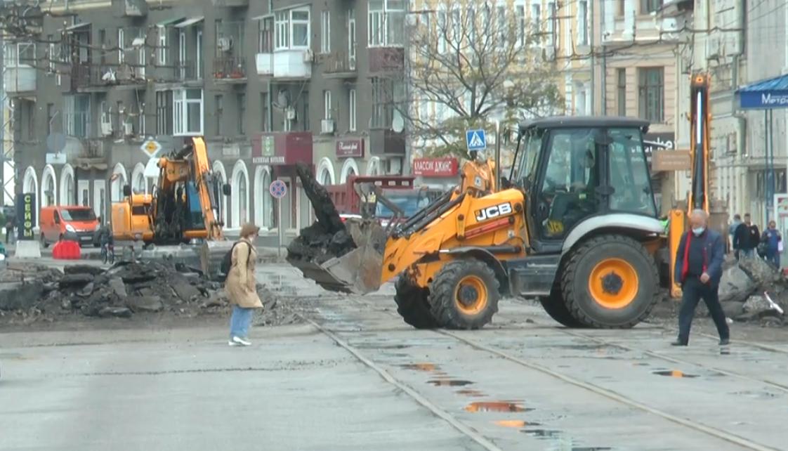 Ремонт на Московському проспекті викликав транспортний колапс у Харкові (відео)