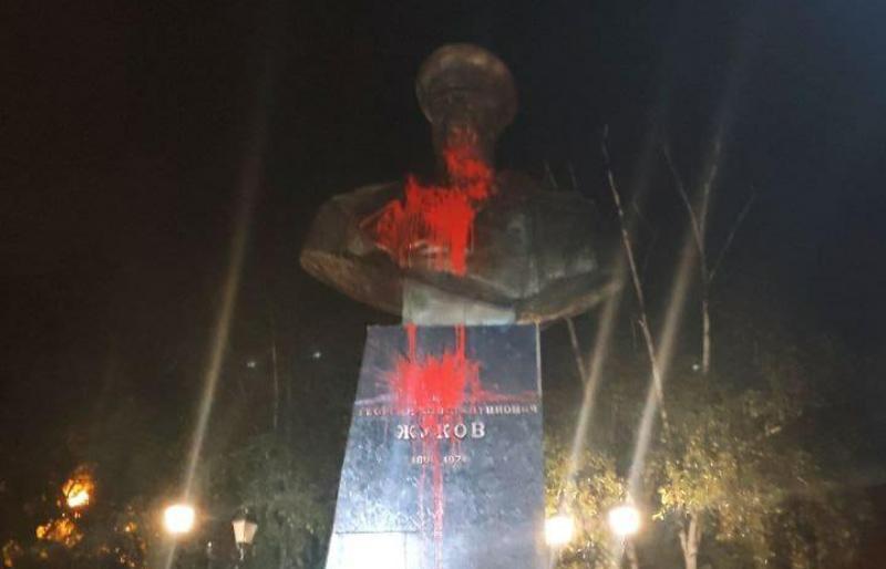 Полиция зафиксировала факт очередного повреждения памятника Жукову в Харькове