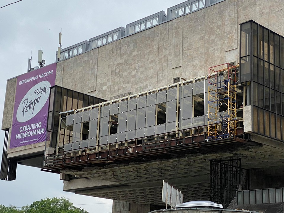 Реконструкция балкона на фасаде ХНАТОБа. Субъективно об актуальном