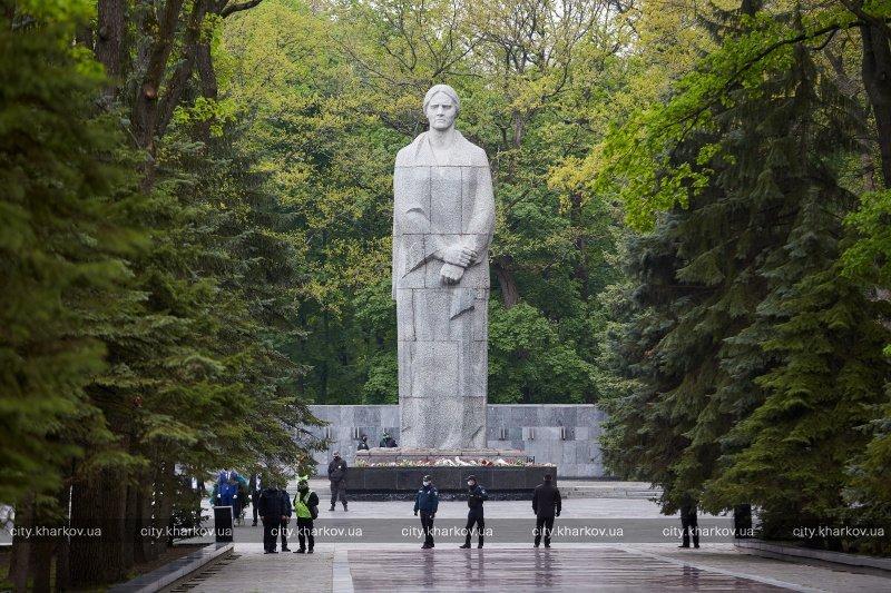 На Мемориале Славы почтили память погибших во Второй мировой войне (фото)