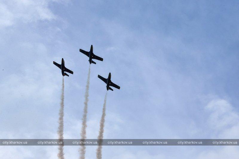 В Харькове провели авиашоу в честь 9 мая