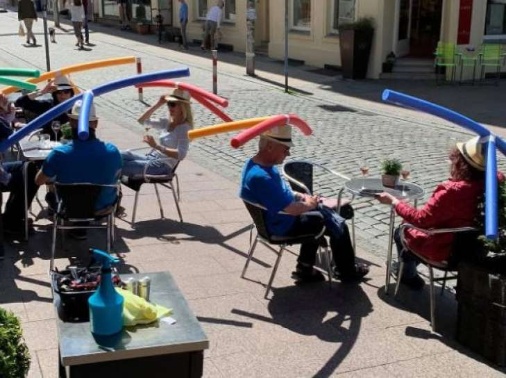 У Німеччині акванудли допомагають людям дотримуватися соціальної дистанції