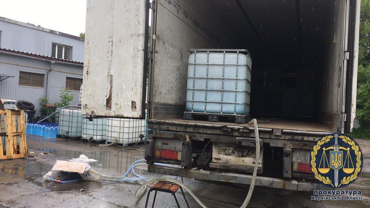 На Харківщині викрили підпільне лікеро-горілчане виробництво (фото)