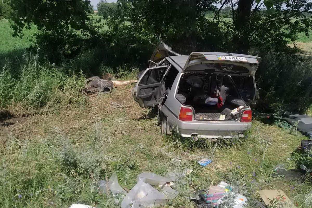 На Харьковщине спасателям пришлось деблокировать из авто пострадавших граждан (фото)