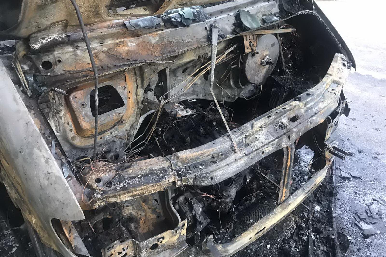 В Харькове ночью сгорел микроавтобус (фото)