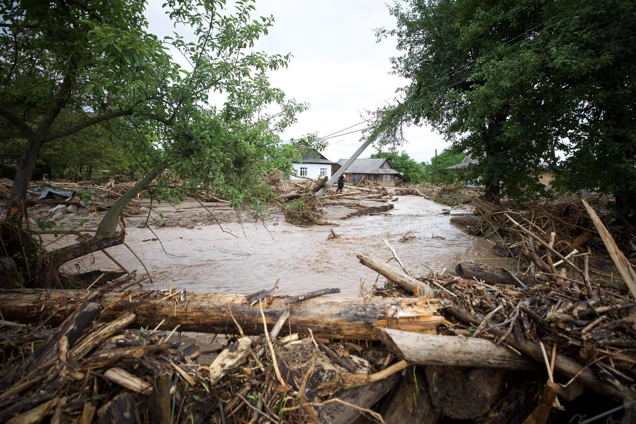 Причины, последствия и ликвидация: на западной Украине больше тысячи домов остаются под водой