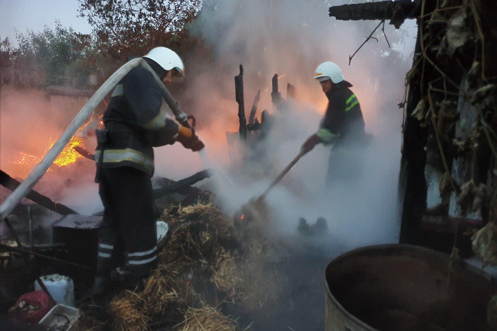 В частном домовладении сгорела летняя кухня (фото)