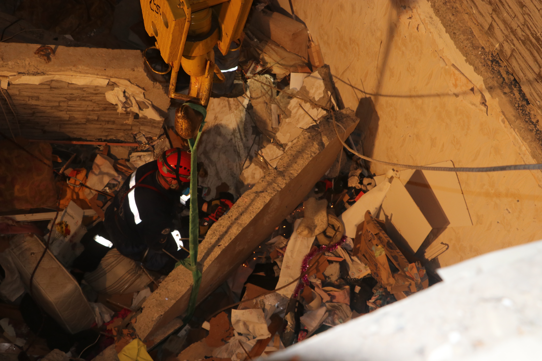 Спасатели продолжают доставать тела погибших во время взрыва дома в Киеве