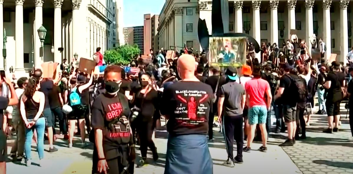 """""""Світ очима харків'ян"""": влада США повертає контроль над штатами, де розгорілись протести (відео)"""