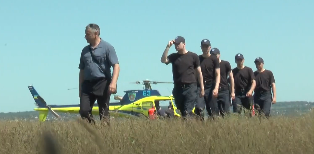 Вперше харківські випускники-пілоти працюватимуть у підрозділах МВС (відео)
