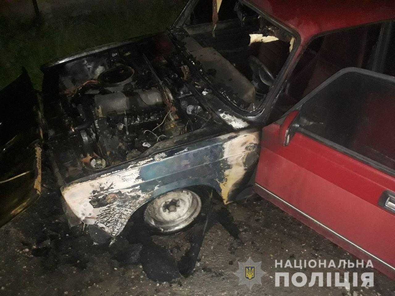 В Харькове ночью горели авто: полиция подозревает поджог (фото)