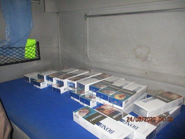 Харьковские таможенники пресекли контрабанду сигарет (фото)