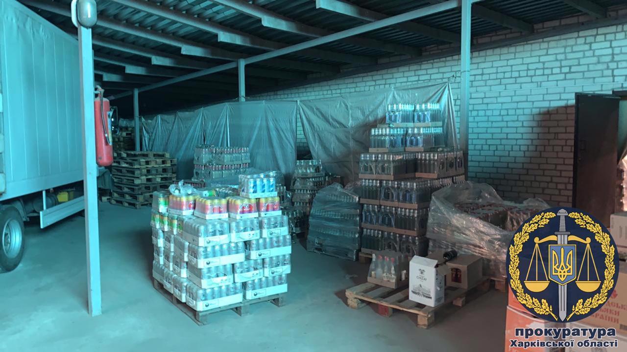 В Харькове разоблачили производство контрафактного алкоголя и сигарет – прокуратура (фото, видео)
