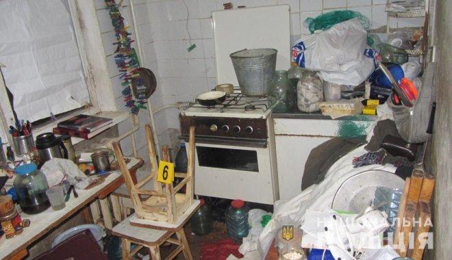 Мужчина из Харькова засыпал тела погибших родителей солью и попытался себя убить