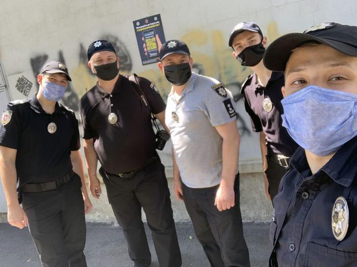 Курсанты и сотрудники университета внутренних дел закрашивали наркоадреса в Харькове (фото)