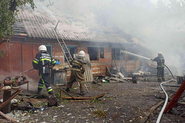 На Харьковщине спасатели больше двух часов боролись с огнем (фото)