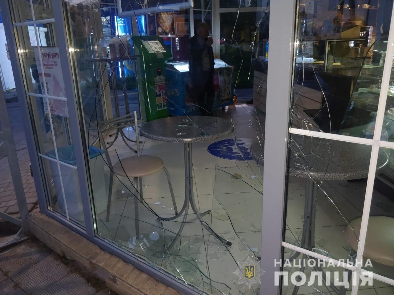Харьковские полицейские нашли подростка, который ограбил магазин выпечки (фото)