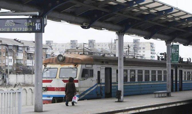 На Южной железной дороге восстановили движение 156 пригородных поездов