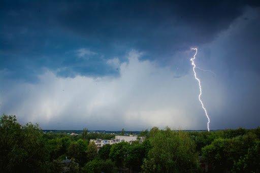Ураганная тревога – 2 на Харьковщине: опять обещают грозы и град