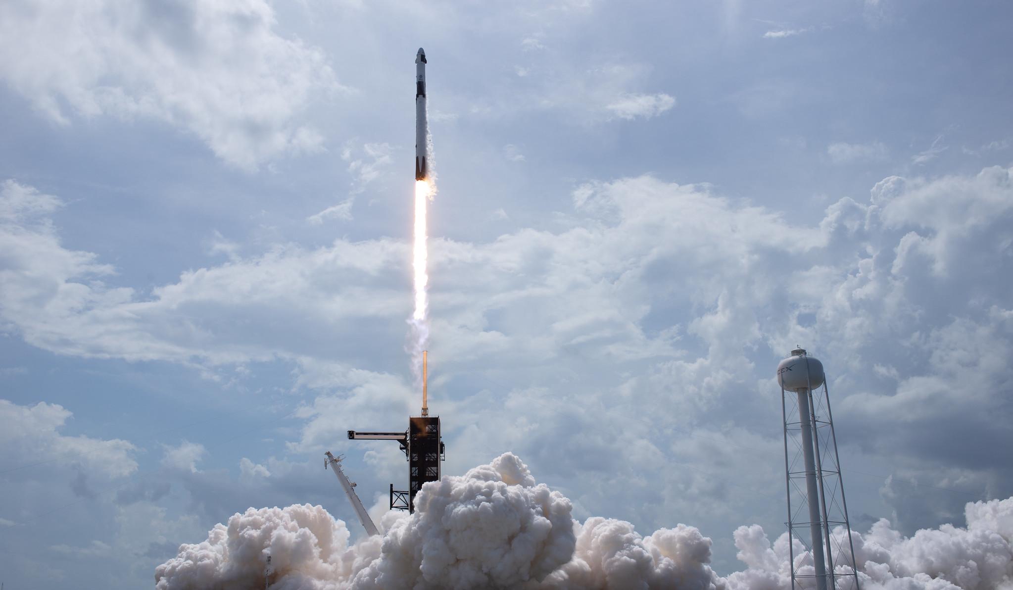 Запуск  Crew Dragon изменит всю космическую индустрию – Esquire