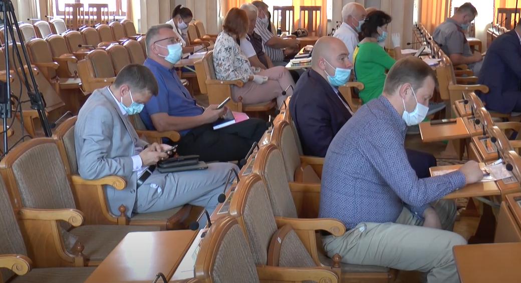 Чиновники облради пояснили як отримати допомогу медикам, хворим на COVІD-19 (відео)