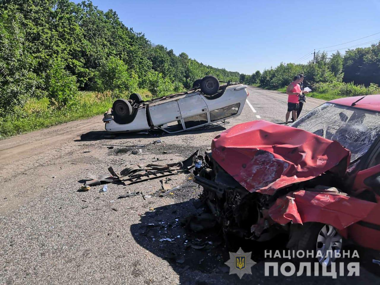 На Харьковщине в ДТП на трассе пострадали четыре человека (фото)