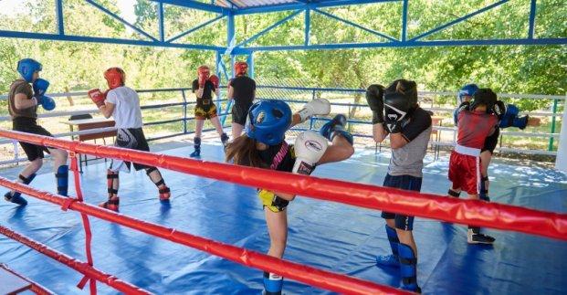 В Харькове построен первый открытый боксерский ринг для детей