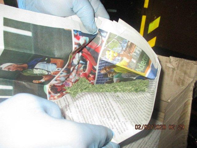 Таможенники Харьковской области обнаружили у водителя грузовика наркотики (фото)