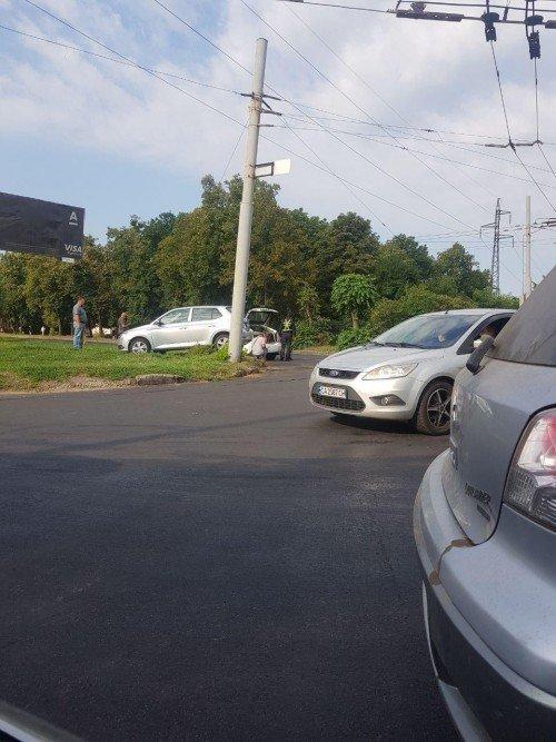 На Новых домах в Харькове столкнулись два автомобиля
