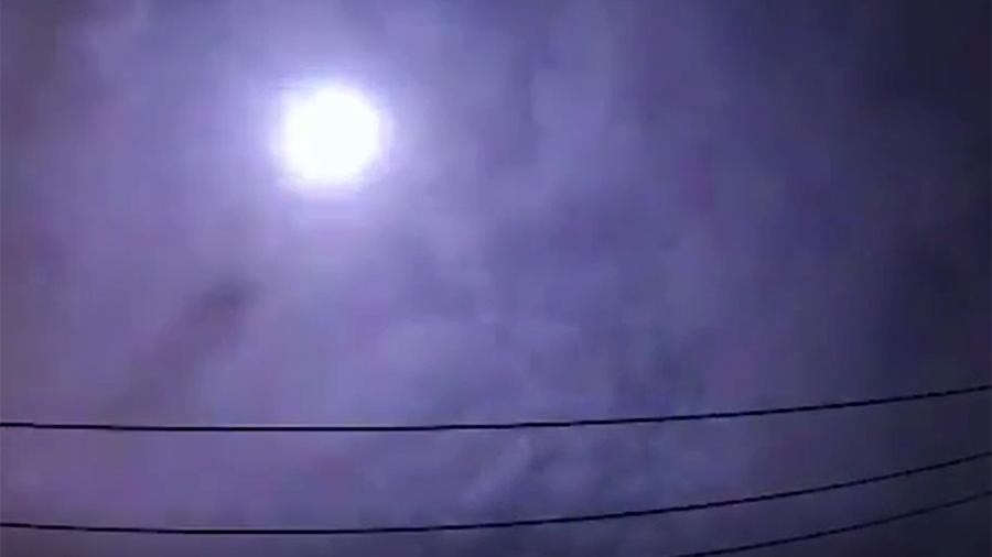 Над Токио пронесся яркий метеор (видео)