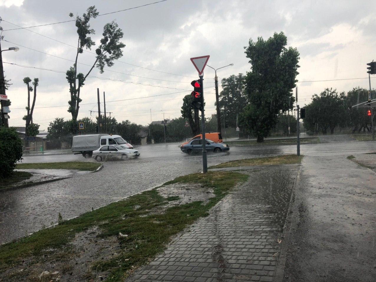 В Харькове затопило спальные районы – объявлено штормовое предупреждение (видео, фото)