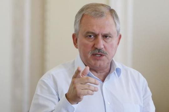 Ми стримуємо так званий туризм, який перетворив Крим на бомжатник, – Сенченко