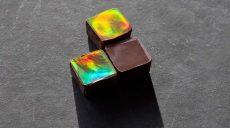 Шоколад, переливающийся всеми цветами радуги, создали в Швейцарии (фото, видео)