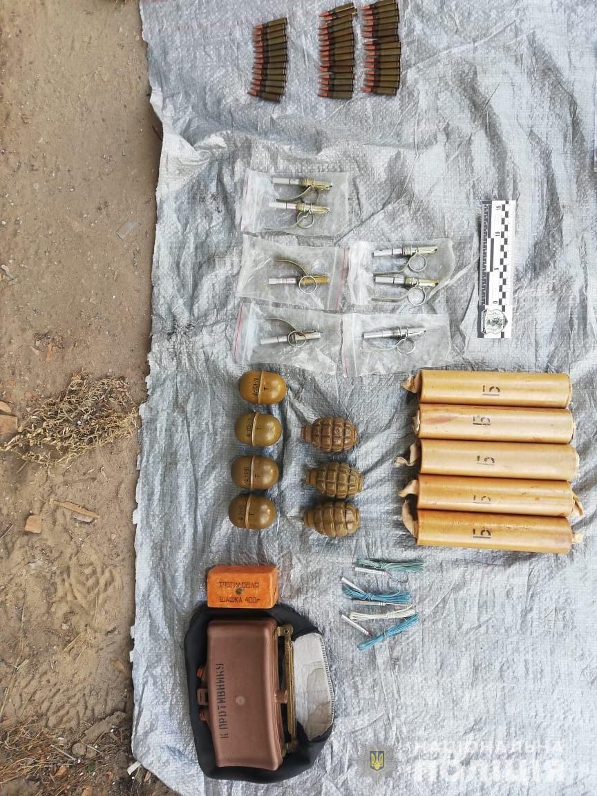 В Харьковской области военнослужащий хранил у себя в гараже арсенал боеприпасов  (фото)