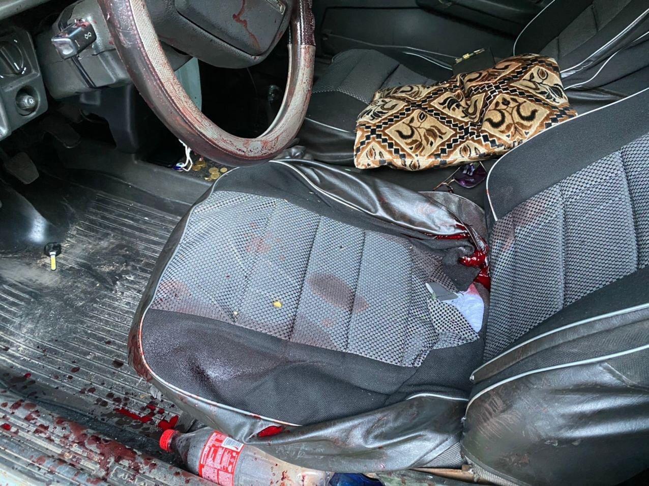 Мужчина с ножевым ранением сам приехал в больницу Харькова (фото)