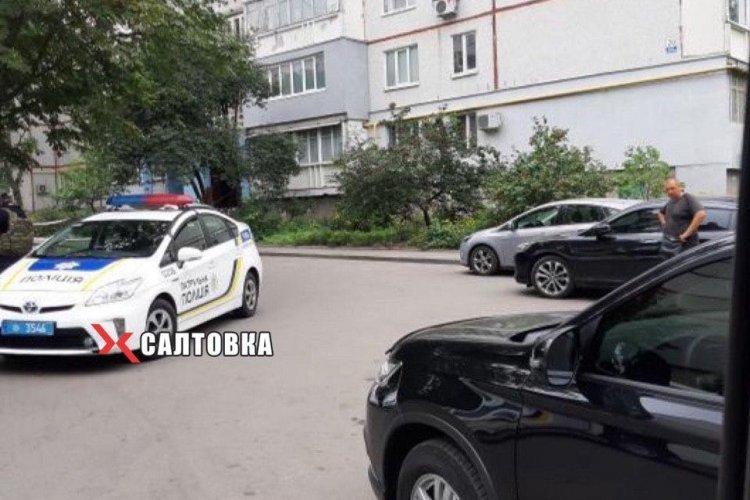 Полицейские проверяют информацию о гранате у жилого дома в Харькове