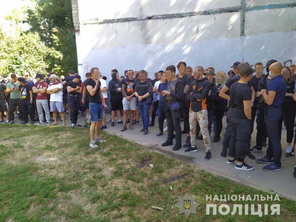 250 полицейских и 100 активистов дежурят под Киевским районным судом (фото)