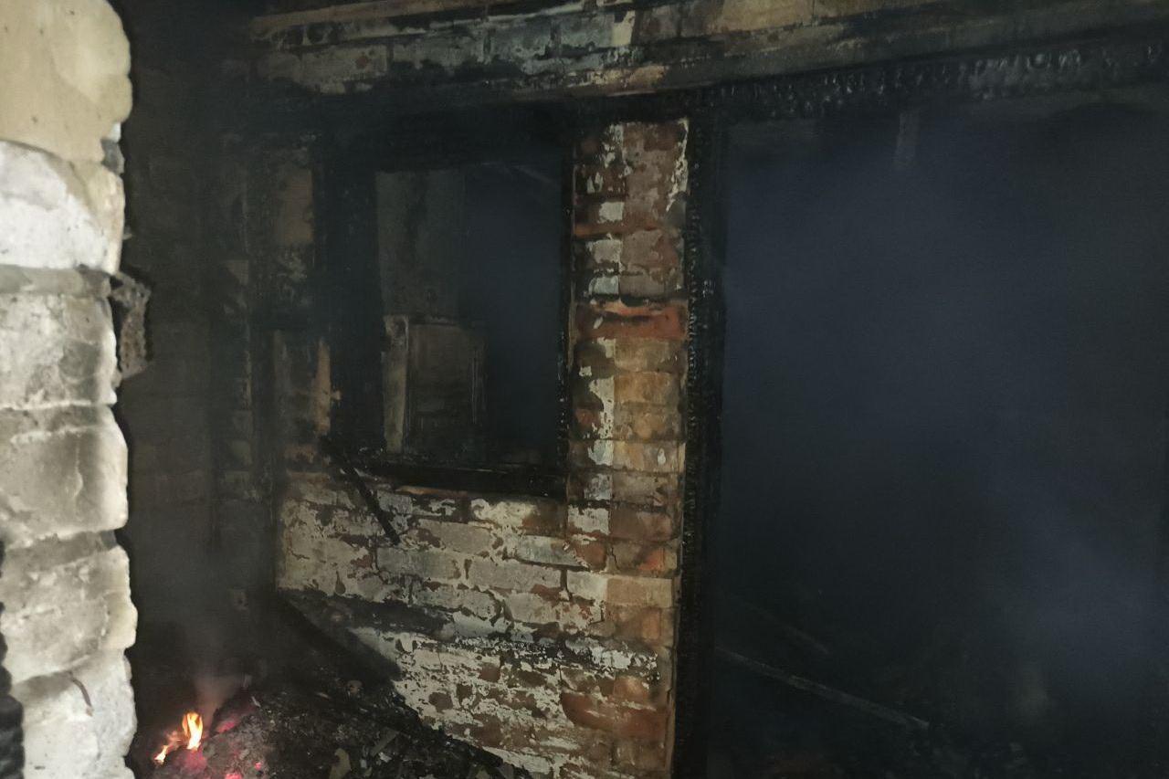 Во время тушения пожара спасатели обнаружили тело 45-летней женщины