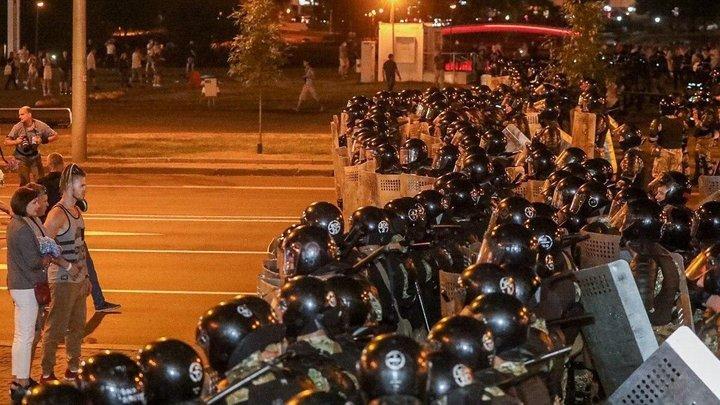 В Беларуси ОМОНовцы отстреливают активистов резиновыми пулями (фото, видео)