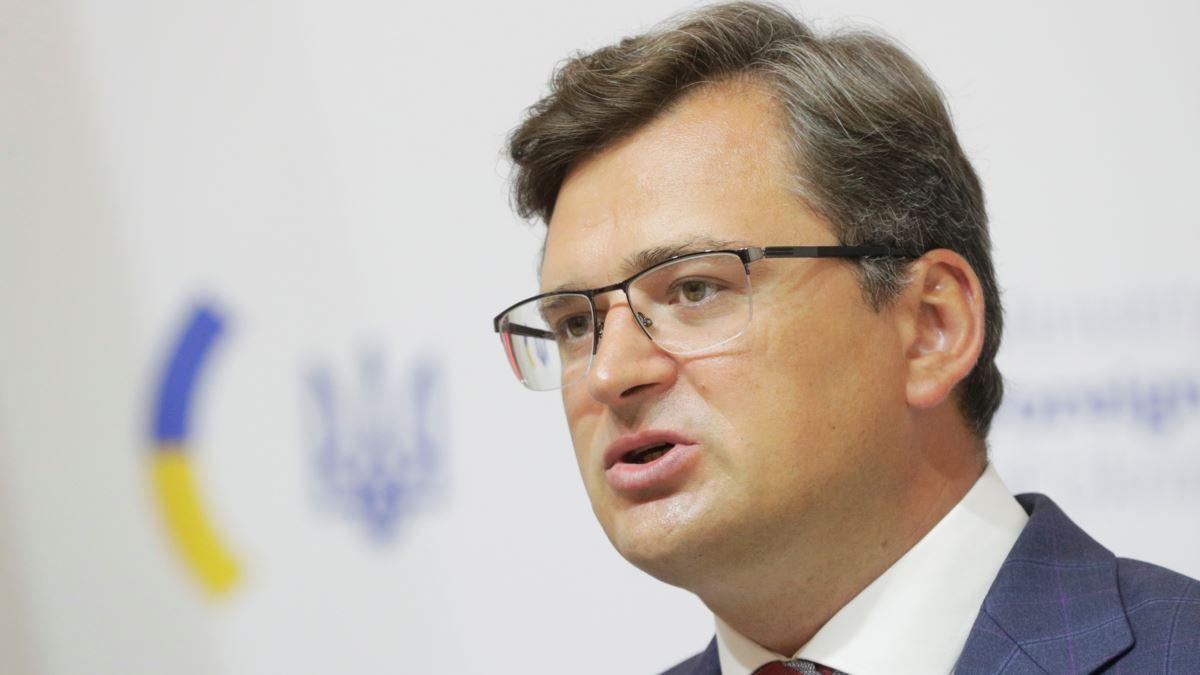 Министр иностранных дел Кулеба прервал брифинг: звонил президент Зеленский