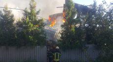 Около 12 часов спасатели тушили пожар в швейном цехе в Харькове (фото)