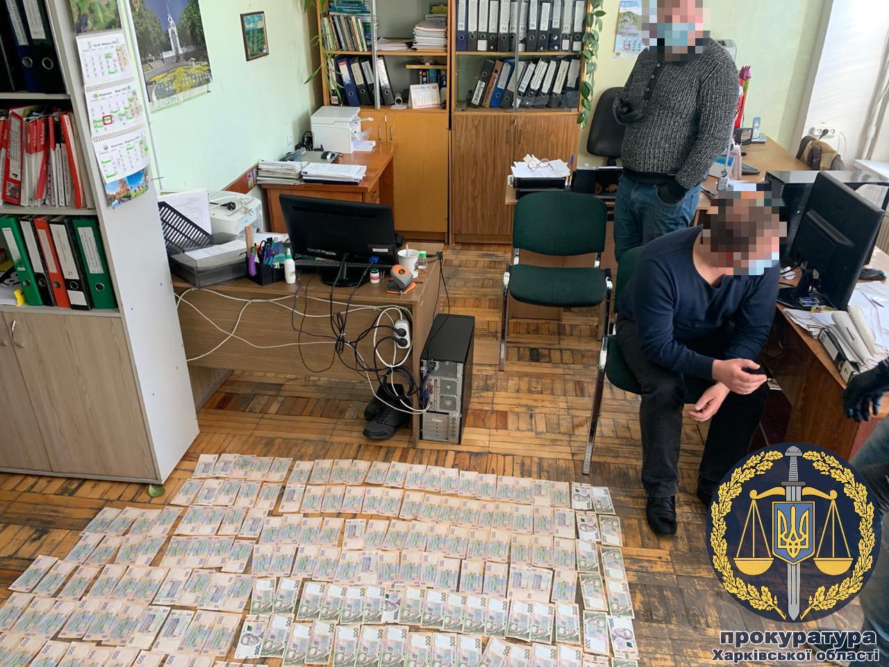 Чиновнику, который получил 135 тыс. грн. взятки, грозит от 5 до 10 лет тюрьмы (видео)