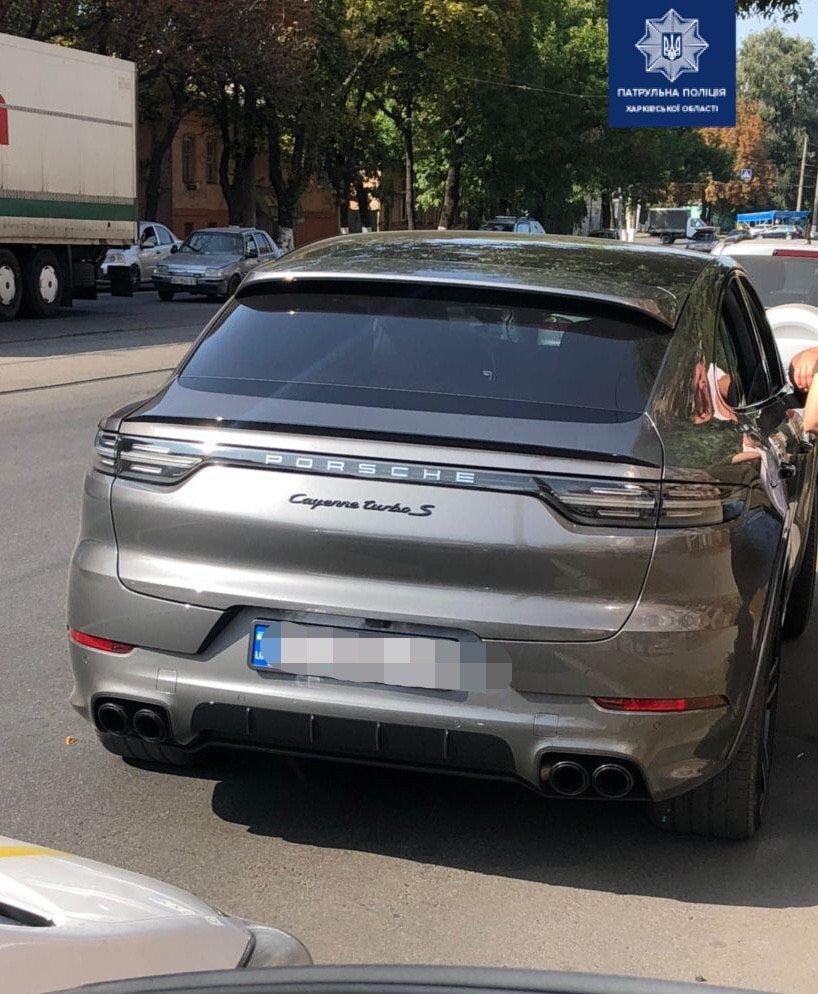 Патрульные нашли Porsche, который дрифтовал в центре Харькова (фото)